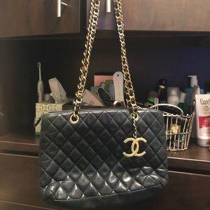 1989 Chanel Handbag in very good condition.